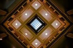 Détail de plafond dans la station de train historique Images libres de droits