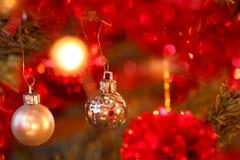 Détail de plan rapproché de décoration de Noël sur l'arbre Photographie stock libre de droits