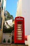 Détail de plan rapproché de la cabine téléphonique britannique iconique située dans le Gibraltar Photographie stock libre de droits