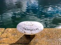 Détail de roche ancrée de grès pour amarrer des bateaux et des moutons Photographie stock