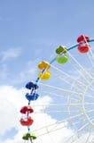 Détail de roue de Ferris sur un ciel bleu Photos stock