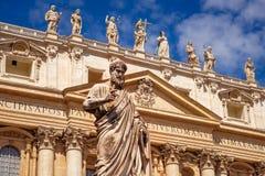 Détail de statue de St Peter devant la basilique de St Peters, Vatican image libre de droits