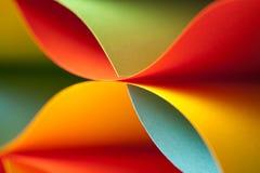 Détail de structure ondulée de papier coloré photos stock
