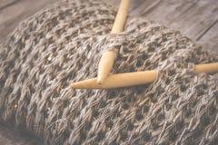Détail de texture de laine tissée de conception de knit de travail manuel et d'aiguille en bambou de tricotage Rétro modifié la t Image stock