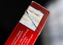 Détail de timbre d'impôts sur un paquet de cigarette de Gauloises Photo stock