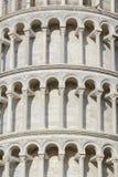 Détail de tour de Pise de marbre image stock