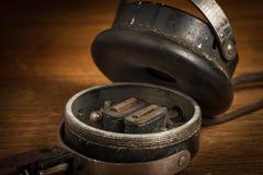 Détail de vieux téléphones cassés d'oreille de vintage Image libre de droits