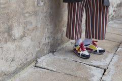 Détail des chaussures à l'extérieur du bâtiment de défilé de mode d'Anteprima pour Mila Images stock