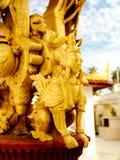 Détail des cloches de bonne chance situées dans le temple bouddhiste Photos stock