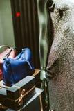 Détail des dres de port de paillettes de seductional de mannequin à la mode Images libres de droits