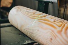 Détail des faisceaux dans le mur de carlingue bois non peint image libre de droits