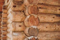 Détail des faisceaux dans le mur de carlingue Bois peint avec la peinture de fongicide images stock