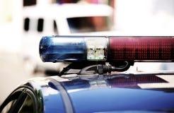 Détail des lumières des sirènes de police rouges et bleues Images stock