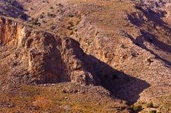 Détail des montagnes rocheuses d'un côté sud d'île de Crète Image stock