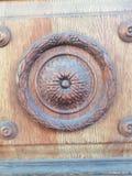Détail des portes en bois d'un ornement du bâtiment photo stock