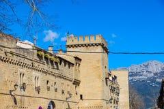 Détail des remparts et des murs avec de petites fenêtres des murs qui ont défendu la ville de Laguardia, dans l'aile du nez de Ri Images stock