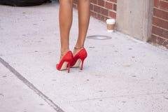 Détail des talons hauts des femmes à New York Image stock