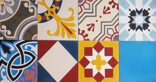 Détail des tuiles traditionnelles de la façade de la vieille maison Tuiles décoratives Tuiles traditionnelles Valencian Configura Image libre de droits