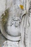 Détail du bas-relief romain du visage de la victoire Winged placé du côté de la statue - Ostia Antica- Italie image libre de droits