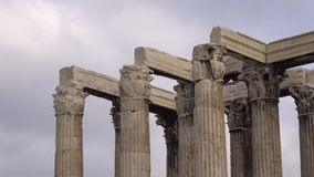 Détail du dessus du temple de Zeus clips vidéos