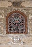 Détail du plafond reflété dans le palais de miroir chez Amber Fort à Jaipur Image libre de droits