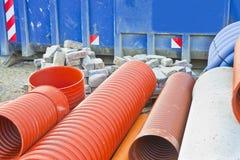 Détail du tuyau en plastique coloré utilisé dans l'industrie du bâtiment pour des systèmes de tuyauterie ou pour les installation photographie stock libre de droits