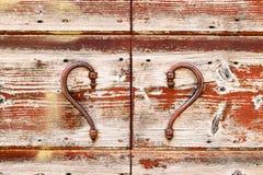 Détail en bois de porte de vintage rouge Photo libre de droits