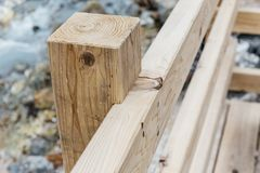 Détail en bois de structure de manière de promenade à la vallée d'enfer de Noboribetsu Jigokudani Photos libres de droits