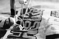 Détail en gros plan de la machine à coudre Photographie stock libre de droits