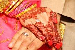Détail indien de main de cérémonie de mariage photographie stock
