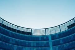 Détail moderne d'architecture, fenêtres, murs de verre Image libre de droits