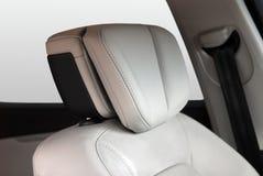 Détail moderne d'intérieur d'appui-tête de cuir de voiture Image libre de droits