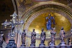 Détail : Partie d'iconostases gothiques dans le presbytère de la basilique du ` s de St Mark à Venise Photos stock