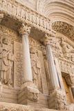 Détail portail de St Trophime (France) image stock