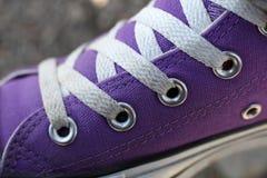 Détail pourpré de chaussure Photographie stock libre de droits