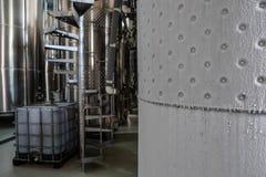 Détail refroidi de cuve de fermentation de vin photographie stock