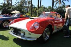 Détail rouge et blanc de partie antérieure de Ferrari de vintage Images stock