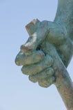 Détail sculptural - la brosse d'un homme avec une canne Parc de monument à Césarée, Israël Image stock