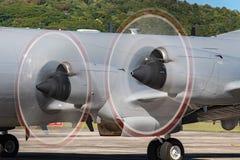Détail tournant de propulseurs d'avion militaire Images stock