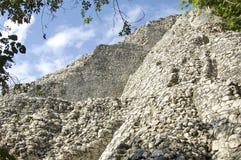 Détaille le tir de la petite pyramide de Coba Image libre de droits