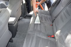 Détailler et nettoyage automatiques professionnels de tapisserie d'ameublement Photo libre de droits