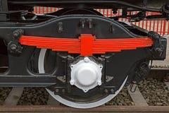 Détaillez et fermez-vous des roues énormes à une vieille vapeur allemande lo-com Images libres de droits
