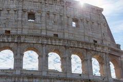 Détaillez la vue de la belle architecture du colosseum historique dans r photo stock