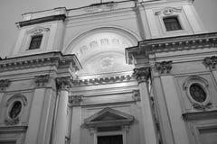 Détails architecturaux d'un bâtiment historique avec l'éclairage Images libres de droits