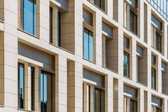 Détails architecturaux de l'immeuble de bureaux Photos libres de droits