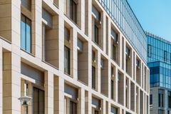 Détails architecturaux de l'immeuble de bureaux Image libre de droits