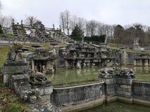 Détails architecturaux du domaine national de monument de Saint Cloud la grande cascade en France image libre de droits