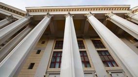 Détails architecturaux du théâtre de l'armée soviétique, construisant dans le style d'empire à Moscou banque de vidéos