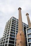 Détails architecturaux sur les rues de Barcelone en été Toits et ciel dans un jour de beau temps Les bâtiments s'approchent du pu Images libres de droits