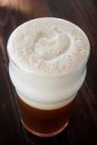 Détails crémeux onctueux doux de mousse de bière de Douple IPA de brew à la maison image libre de droits